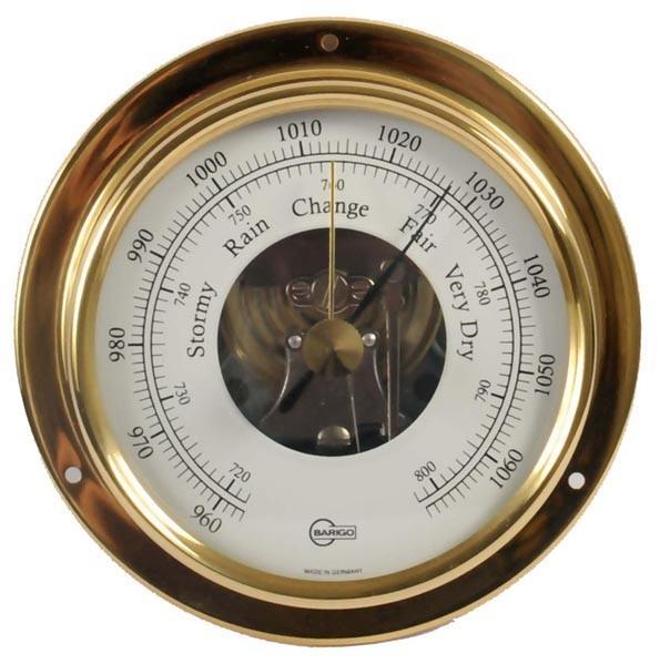 Klassisches Schiffsbarometer im Messinggehäuse