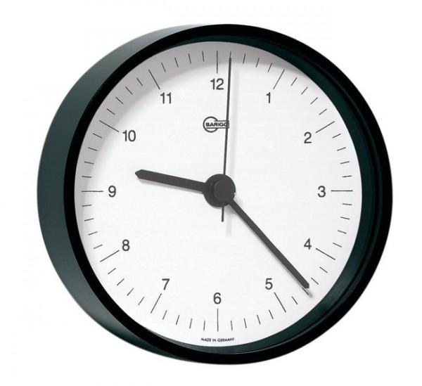 Quarzuhr im schwarz lackierten Messinggehäuse